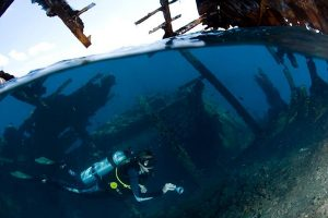 wreck-dive-in-maldives